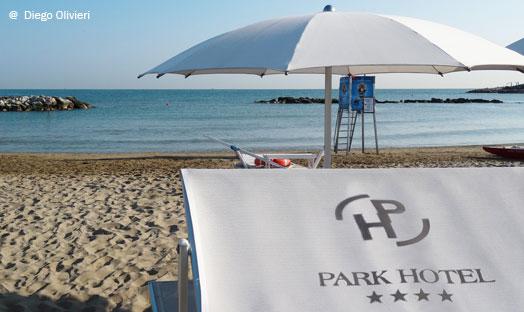 La spiaggia privata del park hotel a cattolica for Hotel meuble park spiaggia