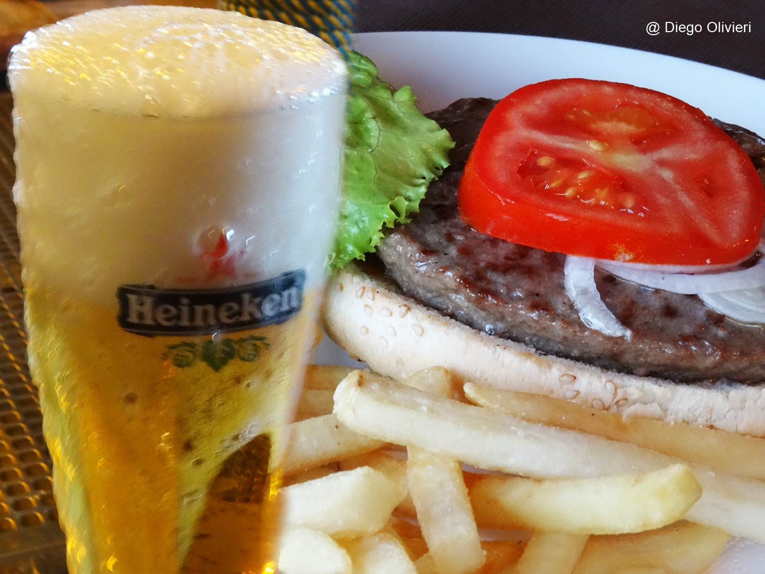 Pirate-Cattolica-©DO-15-birra-hamburger-chips
